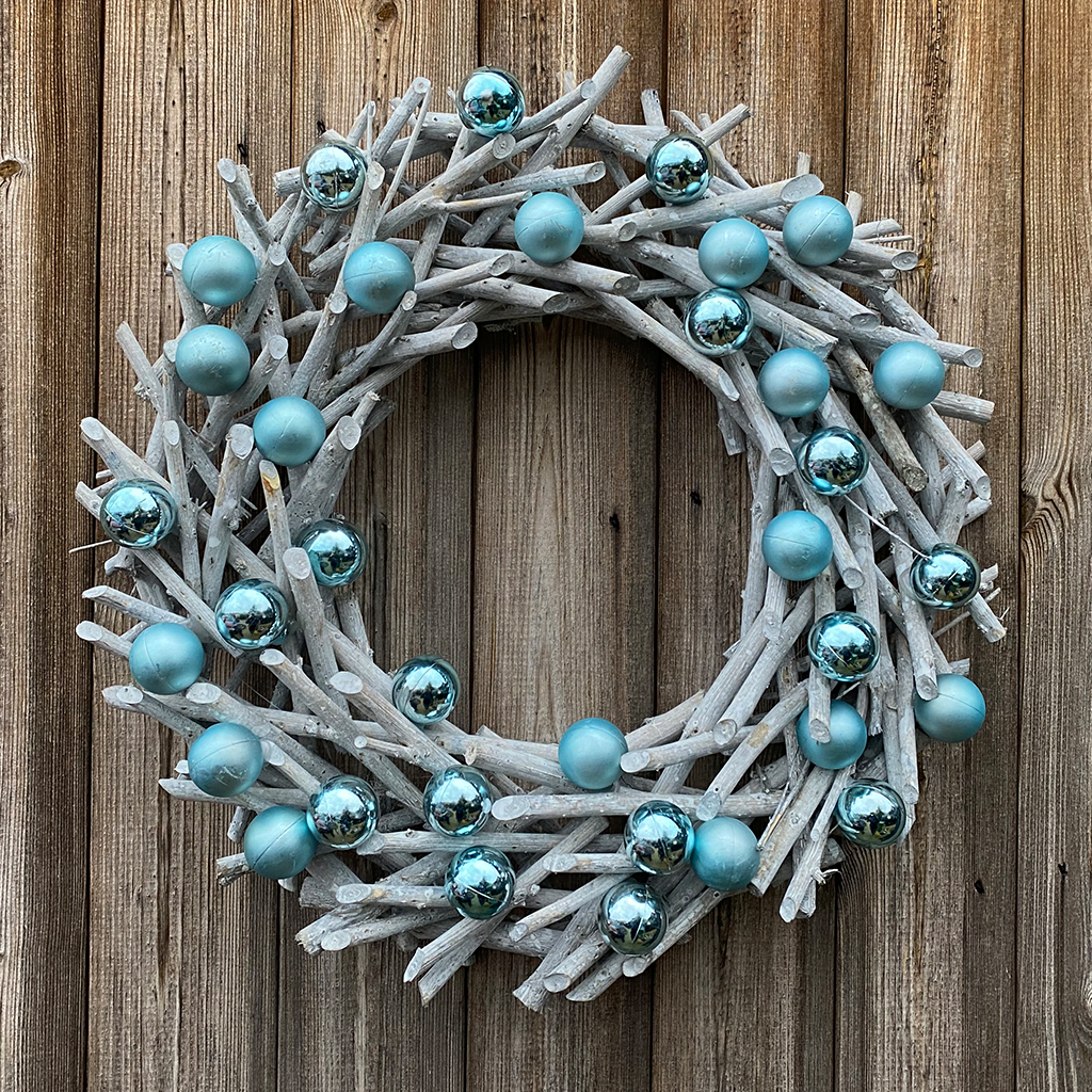 Blue Bauble Delight Wooden Wreath