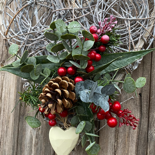 Spiral Willow Heart – Eucalyptus & Red Berries